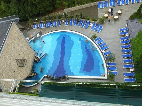 Danubius Health Spa Resort Heviz: una piscina esterna