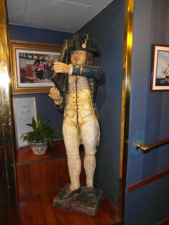 Lord Nelson Hotel : Lord Nelson hhoudt een oogje in het zeil...