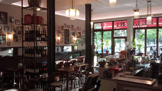 Fellini Cafe und Vinoteca
