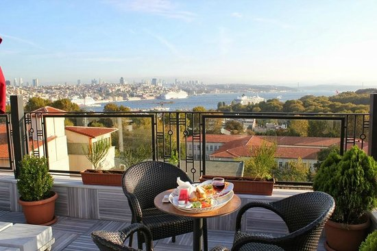 Agora Life Hotel: breakfast with beautiful view