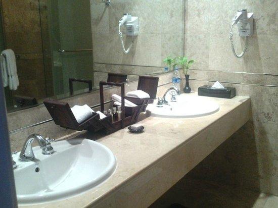 Gran Melia Jakarta: Wonderful bathroom amenities, Excellent!!
