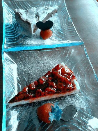 Kue Bakery and Cafe: cheese cake and apple pie