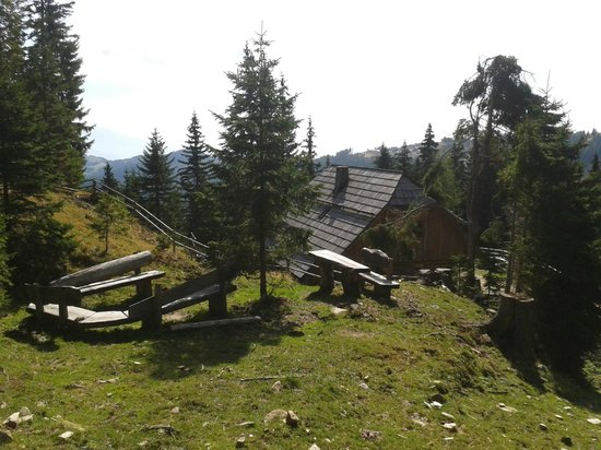 Bischofhütten: vor der Hütte
