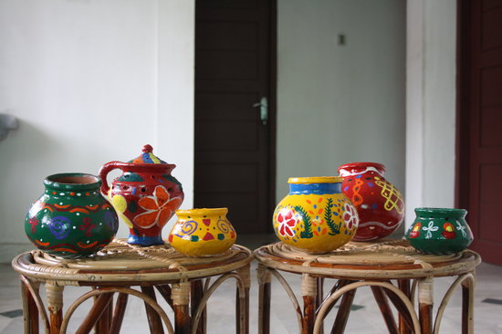 The Bohemian Paradise : Painted pots in our common room