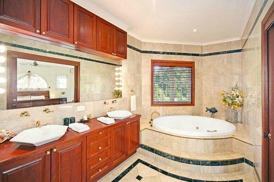 Kingfishers Manor : Azure kingfisher Suite-Spa