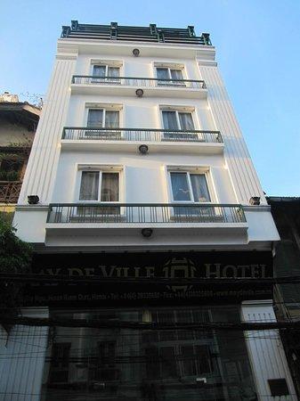 May de Ville Old Quarter Hotel: Hotel desde la calle.