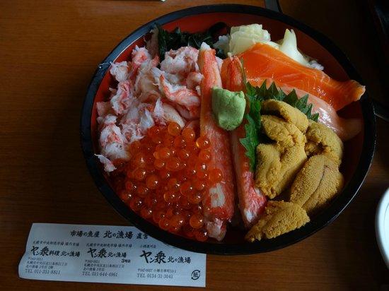 Kita no Ryoba : 3000円くらい、うに、いくら カニがのったどんぶり