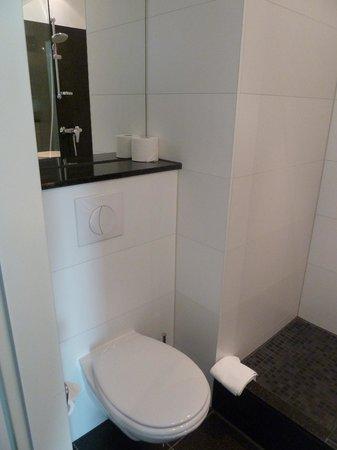 Motel One Berlin-Bellevue: Showeroom