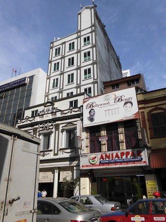 Hotel 1915 : ホテルの右側の建物にセブンイレブンがありましたが移転したみたいです。