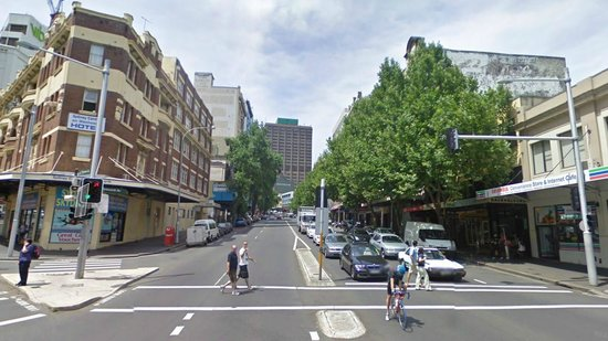 Hyde Park Backpackers : Leafy street