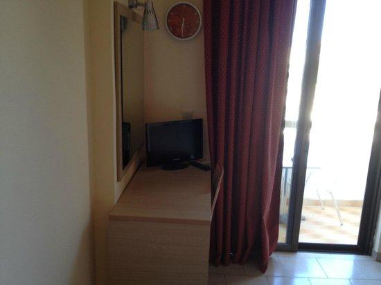 Philoxenia Hotel & Studios: TV