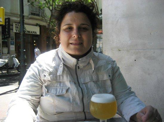 Las Palomas Buffet & Tapas : Tomando una clarita en la terraza.