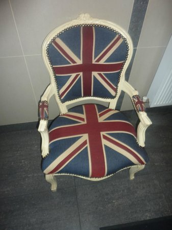 Elmwood Hotel: A chair fit for a queen