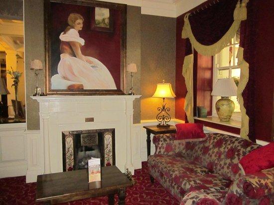 Sligo Southern Hotel: caminetto