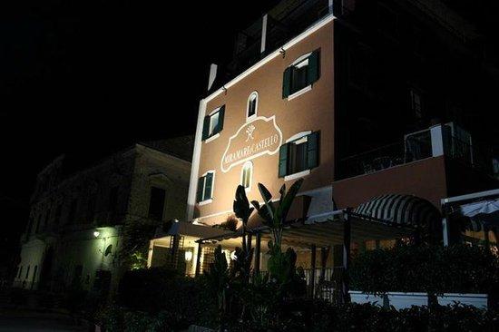 Miramare e Castello Hotel: Entrata dell'albergo