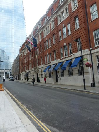 London Bridge Hotel : Front of the hotel with the Shard in the background