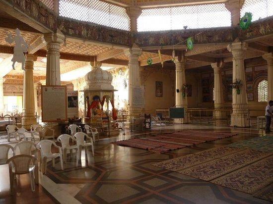 ISKCON Temple, Ahmedabad: Temple Hall