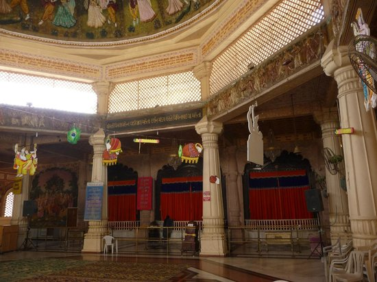 ISKCON Temple, Ahmedabad: Deity sight
