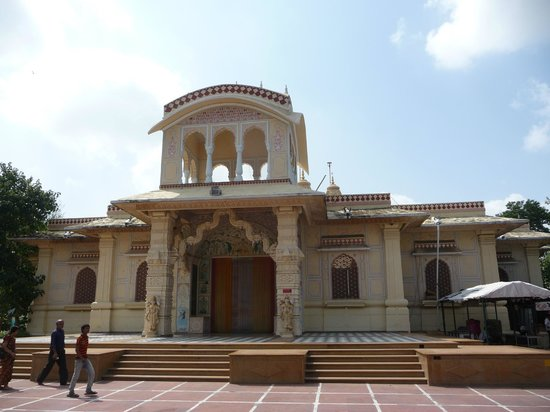 ISKCON Temple, Ahmedabad: Temple front view