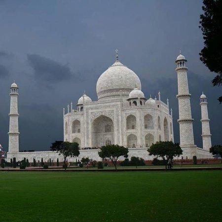 Taj Day Trip