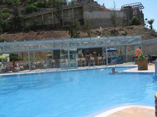 Bahia Blanca : view of bar and pool