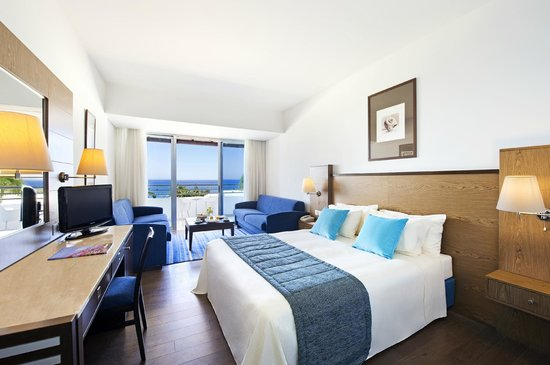 Mediterranean Beach Hotel: Family Sea View Room