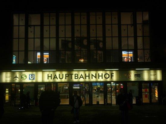 Ibis Duesseldorf Hauptbahnhof : Ibis entrance end of Hauptbahnhof
