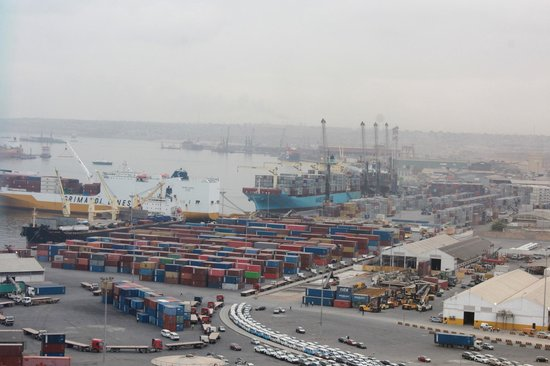 Hotel Presidente Luanda: View on the port from room 2104