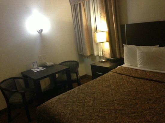 Canadas Best Value Inn Toronto: Single Room