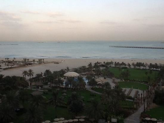 Le Royal Meridien Beach Resort & Spa: Early morning view from panoramic lift