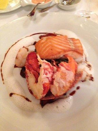Opéra: блюдо из морепродуктов для двоих, состоящее из двух частей: холодное и горячее