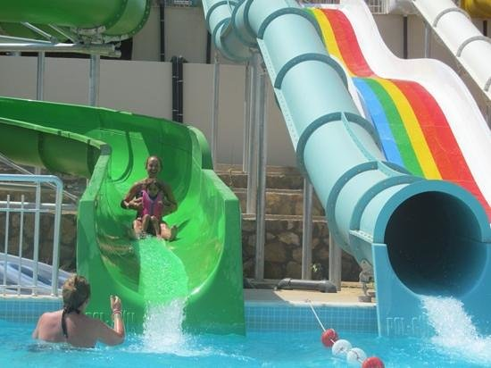 Orka Sunlife Hotel: Nan and Tia on the slide
