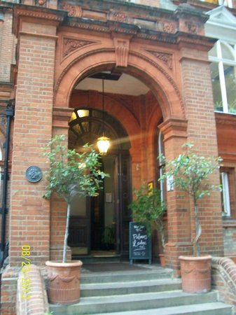 Palmers Lodge - Swiss Cottage: Front entrance