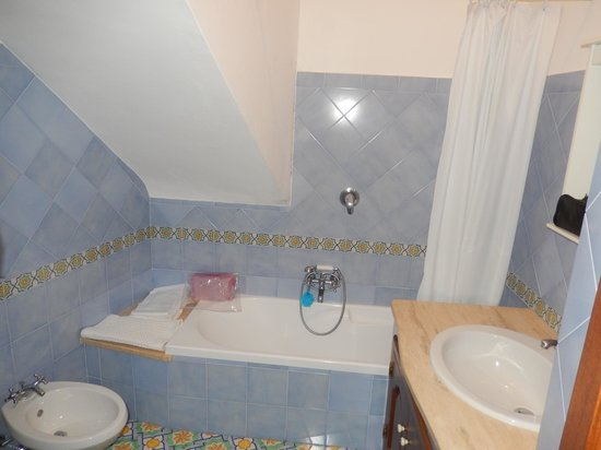 Pensione Casa Guadagno: Bathroom