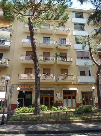 Hotel Savoia: facade.1
