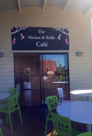 The Mouse & Belle Cafe: Entrance to Cafe