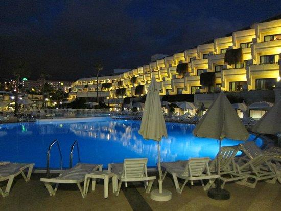 Hotel Gala : Pool am Abend