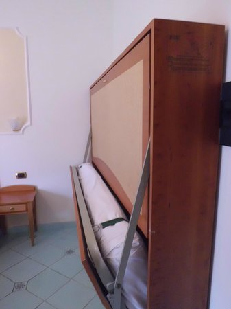 Hotel Savoia : More beds.
