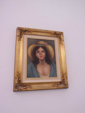 Hotel Savoia : The ordiany woman with hat (creepy in my room)