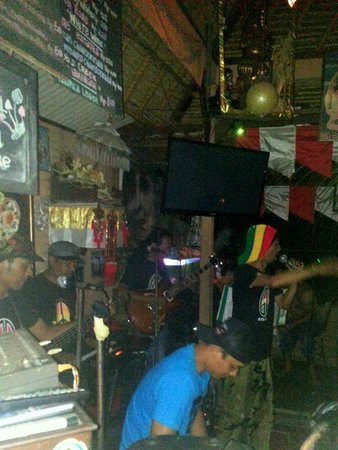Napi Orti Ubud: The band getting the crowd grooving