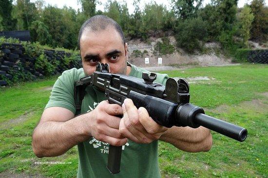 Shooting Range Prague: UZI gun - The Legend