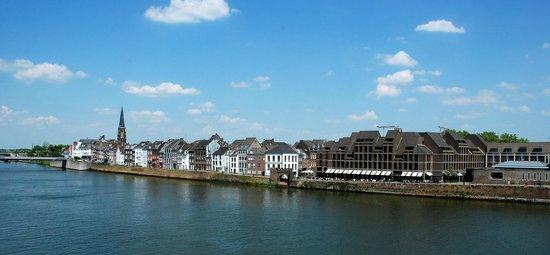 Crowne Plaza Maastricht: Het hotel aan de Maas