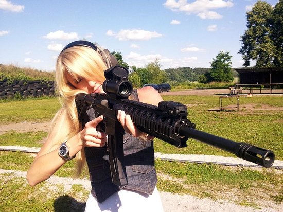 Shooting Range Prague: Smith&Wesson MP15 tactical Red dot scope
