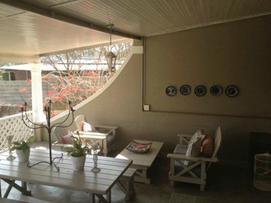 Tancredi B&B: Back porch at the pool