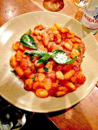 La Pappardella: Gnocchi al pomodoro!