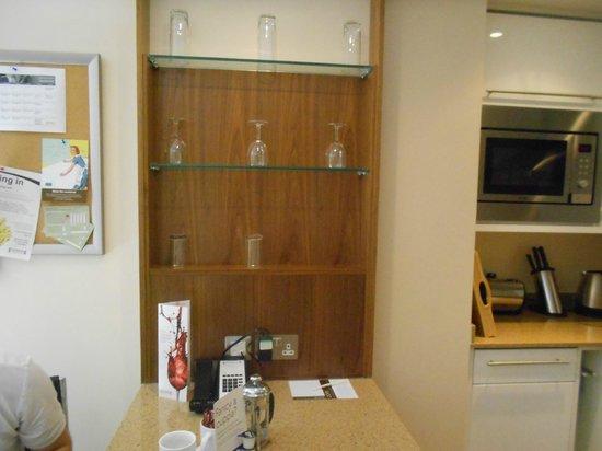 Staybridge Suites Liverpool: kitchen