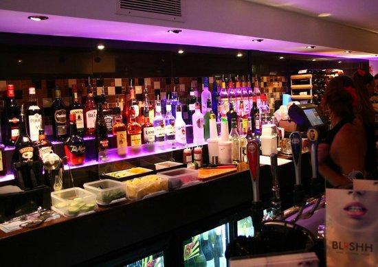 Blushh Bar: Bar