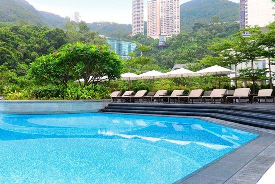 JW Marriott Hotel Hong Kong: Outdoor swimming pool