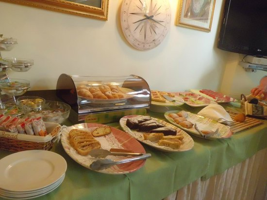 Hotel Savoia: breakfast-2 (cookies)