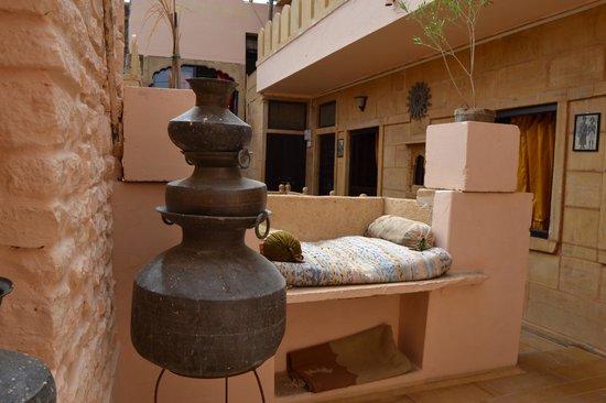 Desert Boys Guest House : nice sofà